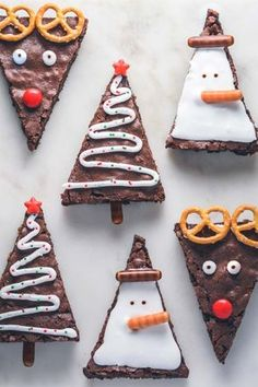 Brownies for Christmas. Bag these delicious brownies and decorate them to make it brown . Bag diese köstlichen Brownies und dekorieren Sie sie, damit es braun… Brownies for Christmas. Bag these delicious brownies … - Christmas Party Food, Xmas Food, Christmas Sweets, Christmas Cooking, Christmas Goodies, Christmas Baking For Kids, Christmas Desserts Easy, Christmas Decor, Holiday Decor