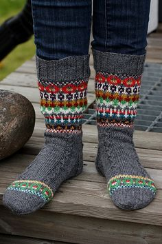 Telenor E-post :: Vi fant noen nye Pins til Knitwear-tavlen din Crochet Socks, Knitting Socks, Hand Knitting, Knitted Hats, Knit Crochet, Lots Of Socks, Socks For Sale, Easy Knitting Patterns, Wool Socks