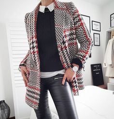 Late Winter Casual Date Outfit 2020 Leather Pants Outfit, Black Leather Pants, Blazer Outfits, Blazer Fashion, Winter Outfits 2019, Blazers, Capsule Outfits, Dressing, Date Outfit Casual