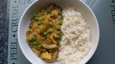 Slimming world mayflower Chinese chicken curry. Boil some chicken pieces and chopped onion until cooked.put cold water and mayflower curry powder into a pan and whisk whilst heating up.the curry will go thick once heated up. Slimming World Tips, Slimming World Recipes Syn Free, Chicken Curry Slimming World, Mayflower Curry, Sliming World, Great Chicken Recipes, Chinese Chicken, Cooking Recipes, Healthy Recipes