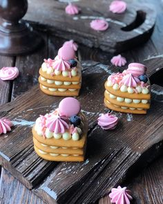 Pretty Cakes, Cute Cakes, No Cook Desserts, Dessert Recipes, Mini Cakes, Cupcake Cakes, Heart Cakes, Biscuit Cake, Number Cakes