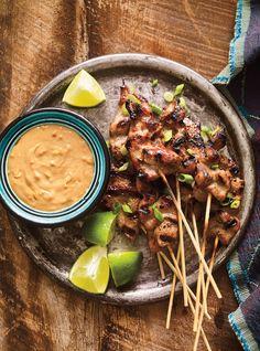 Tasty skewer recipes, because everything tastes better on a stick! Skewer Recipes, Pork Recipes, Asian Recipes, Cooking Recipes, Healthy Recipes, Beef Satay, Pork Skewers, Ricardo Recipe, Grilling