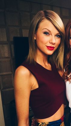 hair Taylor swift maroon makeup 1989
