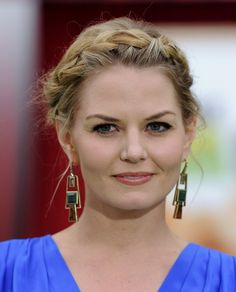 Jennifer Morrison French Braid - Jennifer Morrison wore her hair in pretty braided halo at the premiere of 'The Muppets. Jennifer Morrison, Quick Hairstyles, Bride Hairstyles, Medium Hair Styles, Short Hair Styles, Beautiful Braids, French Braid, Hair Dos, Hair Trends