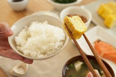 """Rice Fact: ¿Sabías que en Japón, las 3 comidas diarias se denominan: """"ASA GOZAN"""" (arroz de la mañana); """"HIRU GOZAN"""" (arroz de la tarde) y """"YORU GOZAN"""" (arroz de la noche)? Además, en algunos restaurantes sirven un plato de arroz blanco en lugar de pan."""