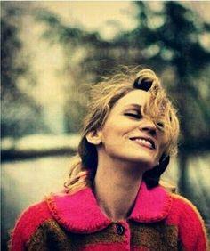 SHe is just so swet Kurt Seyit And Sura, Eye Of Horus, Turkish Beauty, Medium Hair Cuts, Famous Faces, Beautiful People, Drama, Singer, Actresses