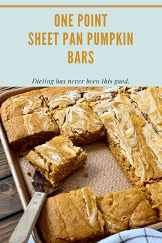 One Point Sheet Pan Pumpkin Bars are so easy to make and baked in a sheet pan so it's perfect for potlucks! As it bakes, the smell of fall fills the house! Dessert Weight Watchers, Weight Watchers Pumpkin, Plats Weight Watchers, Weight Watchers Diet, Weight Watchers Smart Ones, Weight Watchers Muffins, Ww Desserts, Healthy Desserts, Dessert Recipes