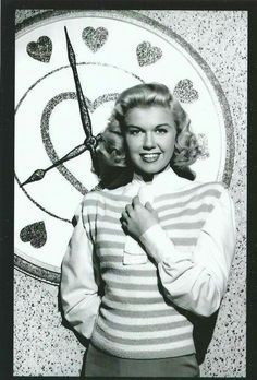 Welcome to Heck Yeah Doris Day! Sit down, take a look around, and discover why Doris has enamored. Old Hollywood Glamour, Golden Age Of Hollywood, Vintage Glamour, Classic Hollywood, In Hollywood, Classic Actresses, Classic Films, Old Movies, Vintage Movies