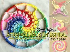 Resultado de imagen para como hacer un atrapasueños en forma de corazon Crochet Feather, Spiral Crochet, Crochet Dreamcatcher, Crochet Squares, Crochet Motif, Crochet Designs, Crochet Doilies, Crochet Flowers, Crochet Stitches