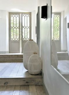 simple statement pots for the entrance hall