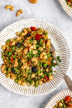 Vibrant curry cashew chickpea quinoa salad packed with veggies. This easy vegan curry chickpea quinoa salad makes the perfect main meal or healthy side! Quinoa Salad Recipes Easy, Vegetarian Recipes, Quinoa Food, Quinoa Curry, Avocado Recipes, Veggie Food, Vegan Meals, Easy Vegan Curry, Healthy Side Dishes