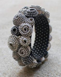 Zipper bracelet.  No tutorial.  So funky.