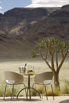 Dining table at Sossusvlei Lodge in Namib Desert, Namibia (by safari-partners). Oh The Places You'll Go, Places To Visit, Beautiful World, Beautiful Places, Porches, Chobe National Park, Namib Desert, Destinations, Out Of Africa