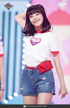 [엠카 MOMENT] 180607 프로미스나인(fromis_9) 현장포토 2탄 : 네이버 포스트 Cute Girls, Cool Girl, My Girl, Cute Korean, Korean Girl, Kpop Girl Groups, Kpop Girls, Teenager, Stage Outfits