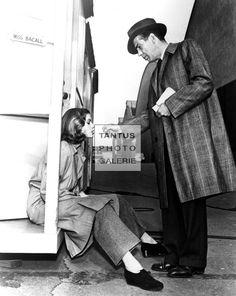 Lauren Bacall wurde am 16. September 1924 geboren. Ihr Markenzeichen war ihr glühender Blick und ihre tiefe, heisere Stimme. Zu einen der ersten Aufnahmen mit Humphrey Bogart sagte sie später: ...