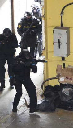 #Gardai #ERU| #Police #Armed #SWAT #RSU #Ireland Military Armor, Military Gear, Swat Police, Tactical Life, Military Special Forces, Combat Training, Brothers In Arms, Military Pictures, Law Enforcement
