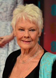 Μερικές γυναίκες ωριμάζουν με τόση χάρη που μας κάνουν να θέλουμε να απαρνηθούμε την αντιρυτιδικη μας. Η Judy Dench είναι μια από αυτές. #BAFTA