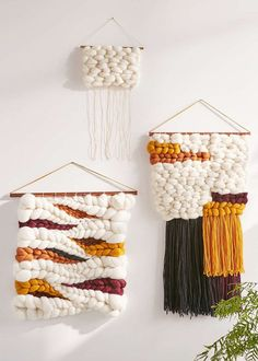 Are you thinking about getting into the world of chunky wool? In this post, you will find a great selection of ideas and photos of giant wool Tapestry Weaving, Loom Weaving, Hand Weaving, Weaving Wall Hanging, Wall Hangings, Deco Boheme, Chunky Wool, Weaving Projects, Weaving Techniques