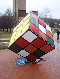 Cubo Rubik Gigante en la Universidad de Michigan (USA)