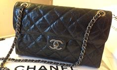 From the pre-fall collection 2013, the replacement of the Chanel easy flap, presenting the Chanel CC Crave bag. It's time to burn our wallet