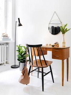 Interior Design Stories: A Helsinki home inspired by design White Interior Design, Modern Interior, Interior Decorating, Nordic Interior, Interior Colors, Decorating Games, Home Furniture, Furniture Design, Plywood Furniture