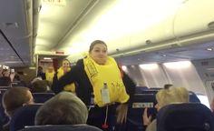 Dette er sikkerhetsdemoen i flyet ingen kommer til ? glemme Se hva som skjedde da noen byttet demo-vestene med ekte redningsvester
