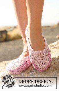 """DROPS 127-36 - Crochet DROPS slippers in """"Nepal"""". - Free pattern by DROPS Design"""