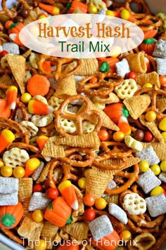 Hash - Halloween Trail Mix Delicious Harvest Hash Recipe - perfect for a Fall Snack, Halloween party, or gift for a neighbor.Delicious Harvest Hash Recipe - perfect for a Fall Snack, Halloween party, or gift for a neighbor. Halloween Desserts, Halloween Food For Party, Halloween Birthday, Halloween Kids, Halloween Appetizers, Halloween Hash, Halloween Treats For School, Halloween Potluck Ideas, Halloween Treats