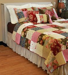 Beautiful quilts for kids - look at our short article for additional innovations! Colchas Country, Country Quilts, French Country Bedrooms, French Country Cottage, Quilt Bedding, Bedding Sets, Bedroom Sets, Bedroom Decor, Big Block Quilts