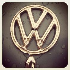 1962 volkswagon beetle emblem (Flossy)
