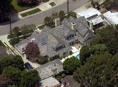 59. Jennifer Love Hewitt (Toluca Lake) - Jennifer Love Hewitt has a nice mansion, a nice pool, a nice gated driveway, etc., but that roof is slightly weird.