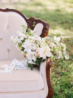 gorgeous dogwood and clematis bouquet | Landon Jacob #wedding