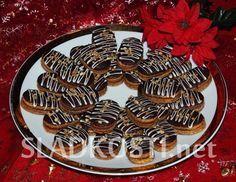 Ořechové oválky s perníkem Christmas Cookies, Waffles, Sausage, Breakfast, Greedy People, Xmas Cookies, Morning Coffee, Christmas Crack, Christmas Biscuits