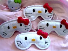 Mascára de dormir Hello Kitty                                                                                                                                                                                 Mais Felt Crafts, Fabric Crafts, Sewing Crafts, Diy And Crafts, Sewing Projects, Hello Kitty Crafts, Hello Kitty Collection, Cat Party, Sleep Mask