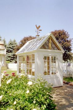 39 She Sheds 39 Are Women 39 S Perfect Response To The Man Cave Photos Gardens Potting Sheds And