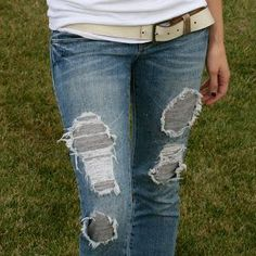 DIY Clothes Refashion: DIY Ripped Jeans {DIY Fashion DIY Ideas DIY Crafts DIY Clothes}