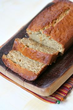 My Mom's Banana Nut Bread Recipe :: a favorite banana bread recipe that has been passed around my family for many years!
