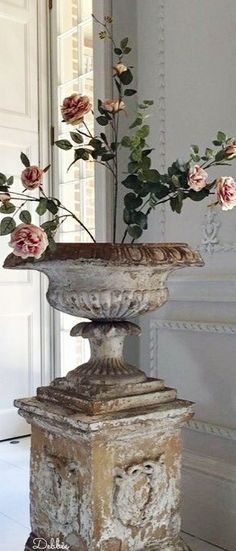 Chateau Rustique ~ Debbie ❤ Vintage Soul, Vintage Beauty, Garden Urns, French Chateau, French Country House, Grey Stone, Rustic Elegance, Antique Shops, Old World