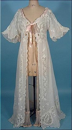 1910 Dressing Gown of White Batiste Cotton with Embroidery and and Rare Blush Pink Silk Chiffon Lining–Evelyn's nightgown in Chapter 1 Vintage Underwear, Vintage Lingerie, Vintage Outfits, Vintage Dresses, Lace Dresses, Antique Clothing, Historical Clothing, Edwardian Fashion, Vintage Fashion