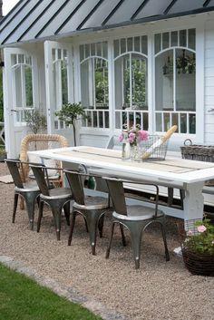 Patio, Backyard, Dinning, Pea gravel, Metal chairs