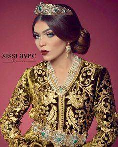 Caftan Marocain Invitée 2019 - Takchita Mariage pas Cher - Caftan Marocain Paris : Boutique Vente Caftan Luxe Pas Cher Moroccan Bride, Moroccan Wedding, Moroccan Caftan, Style Oriental, Oriental Fashion, Arab Fashion, Ethnic Fashion, Arabic Dress, Style Ethnique