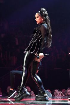 Photo of Classy and Badass — Rosalía Has Her Name Crystal-Embroidered on a Black Velvet Cape Mtv, Fashion News, Fashion Beauty, Mode Rihanna, Ariana Video, Fashion Dictionary, Women In Music, Famous Singers, Celebs