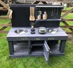 Outdoor Play Kitchen, Diy Mud Kitchen, Mud Kitchen For Kids, Outdoor Play Spaces, Backyard Play, Backyard For Kids, Backyard Games, Outdoor Games, Outdoor Fun For Kids