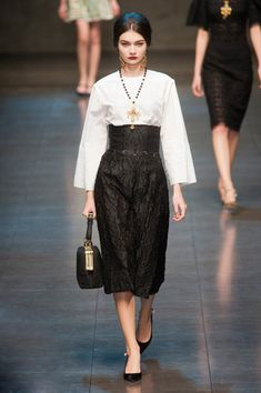Dolce & Gabbana Fall 2013. High waist skirt accessorized to perfection (that necklace!) with a collection of handbags to equally rock your socks.