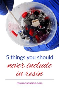 Resin Crafts Discover Five things you should never set in resin - Resin Obsession Learn the five things you should never set in resin. Learn what you can use instead to create your resin art crafts and jewelry. Diy Epoxy, Epoxy Resin Art, Diy Resin Art, Diy Resin Crafts, Uv Resin, Resin Molds, Art Crafts, Silicone Molds, Diy Resin Dice