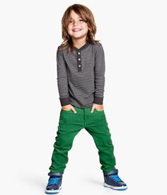 Pantaloni in velluto a coste Cute Kids Fashion, Baby Boy Fashion, Toddler Fashion, Man Fashion, Baby Boy Hairstyles, Boys Long Hairstyles, Bright Pants, Stylish Boys, Kids Fashion