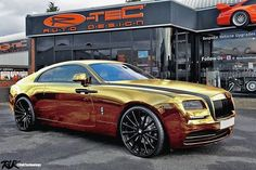 - Design Of The Rolls Royce Wraith With Wheels Finished In Chrome Gold By Rolls Royce Limousine, Rolls Royce Cars, My Dream Car, Dream Cars, Royal Rolls, Automotive Shops, Rolls Royce Wraith, Bugatti Veyron, Future Car
