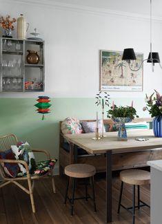 scandinavian interior design Kitchen Dining, Dining Room, Pierre Frey, Scandinavian Interior Design, Kitsch, Decoration, Corner Desk, Bookcase, Shelves