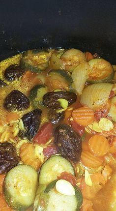 Une très bonne recette de tajine réalisée au cookeo. Elle est exclusivement faite à base de légumes