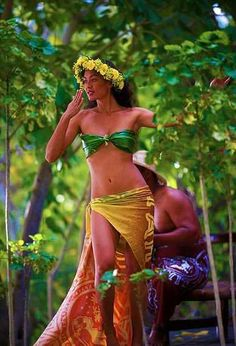 Tahitian dancer ♪♫ www.pinterest.com/wholoves/Dance ♪♫ #dance